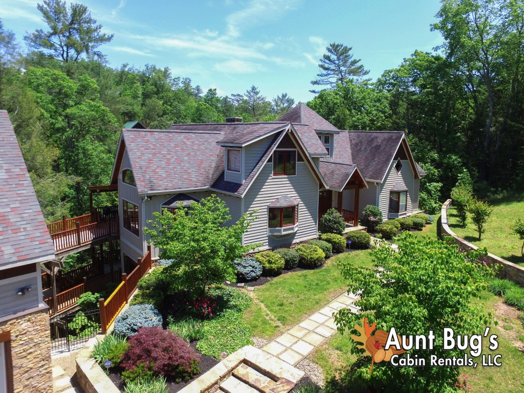 Photo of a Pigeon Forge Cabin named Birds Creek Mansion #650 - This is the one hundred and ninth photo in the set.