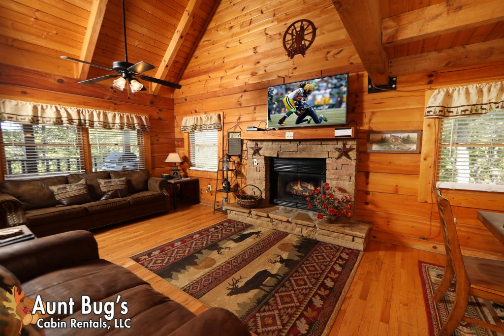 Photo of a Pigeon Forge Cabin named Kountry Bears & Honey #211 - This is the second photo in the set.