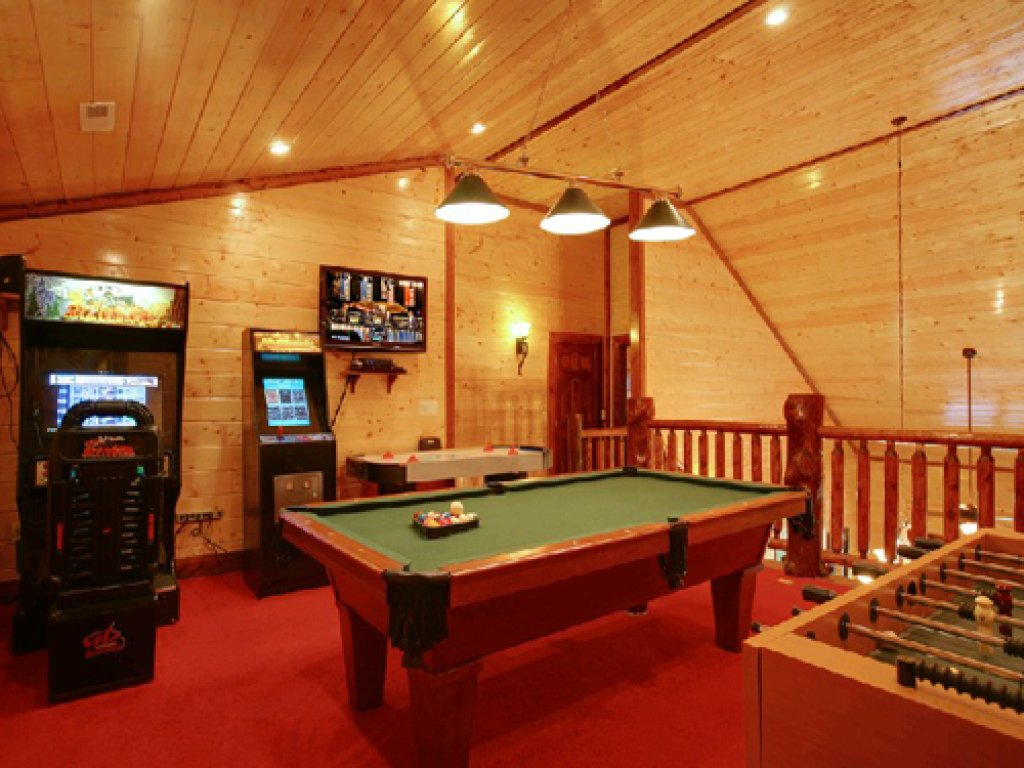 Photo of a Gatlinburg Cabin named Mystical Creek Pool Lodge #600 - This is the forty-second photo in the set.