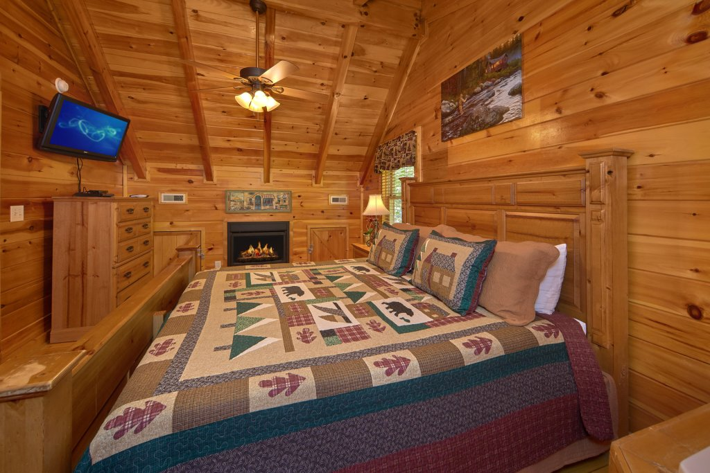 Photo of a Pigeon Forge Cabin named Heavenly Hideaway #256 - This is the seventeenth photo in the set.