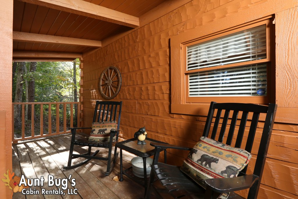 Photo of a Pigeon Forge Cabin named Kountry Bears & Honey #211 - This is the twenty-fourth photo in the set.