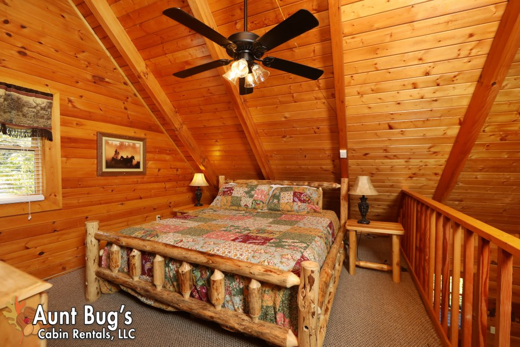 Photo of a Pigeon Forge Cabin named Kountry Bears & Honey #211 - This is the twenty-second photo in the set.