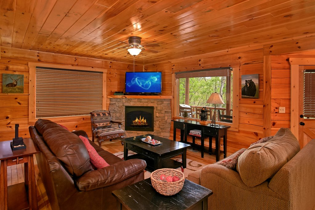 Photo of a Sevierville Cabin named Swimming In Paradise - This is the thirty-second photo in the set.