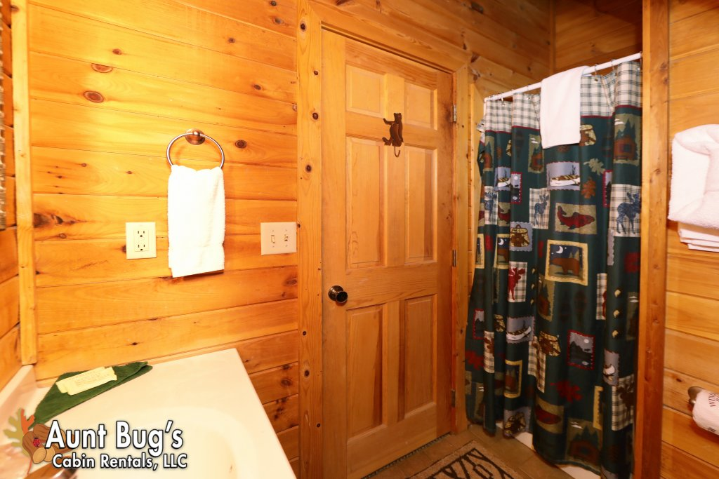 Photo of a Pigeon Forge Cabin named Kountry Bears & Honey #211 - This is the twentieth photo in the set.