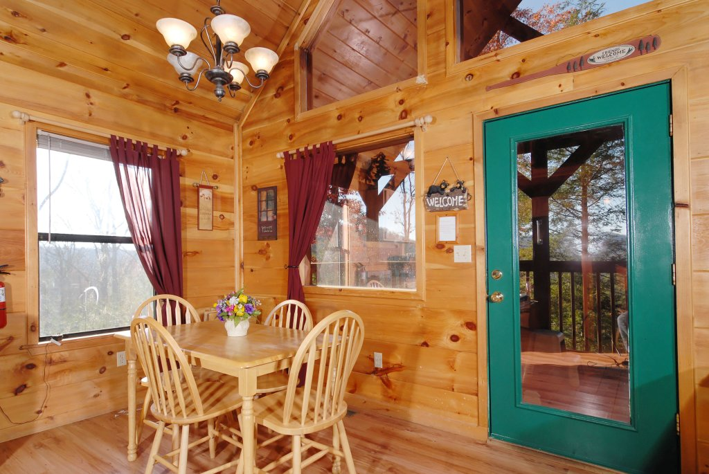 Photo of a Pigeon Forge Cabin named Wow !! What A Cabin #255 - This is the fifteenth photo in the set.