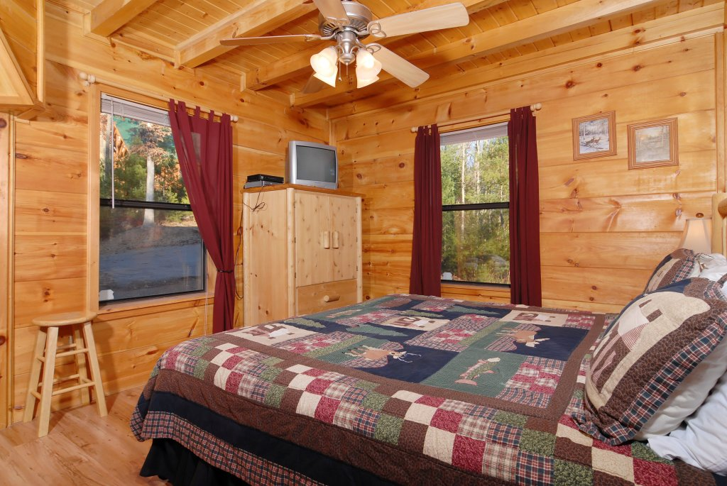 Photo of a Pigeon Forge Cabin named Wow !! What A Cabin #255 - This is the eighteenth photo in the set.