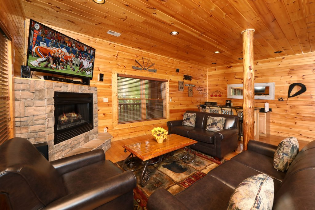 Photo of a Pigeon Forge Cabin named Smoky Bear Manor - This is the thirty-sixth photo in the set.