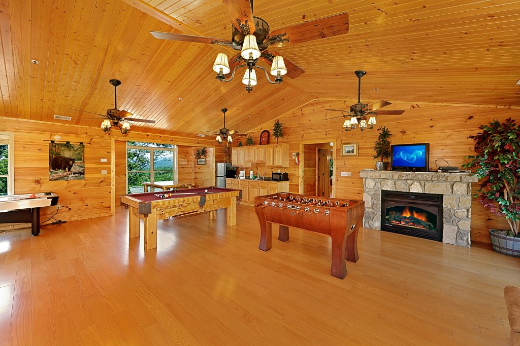 Photo of a Gatlinburg Cabin named Big Bear Lodge - This is the ninth photo in the set.