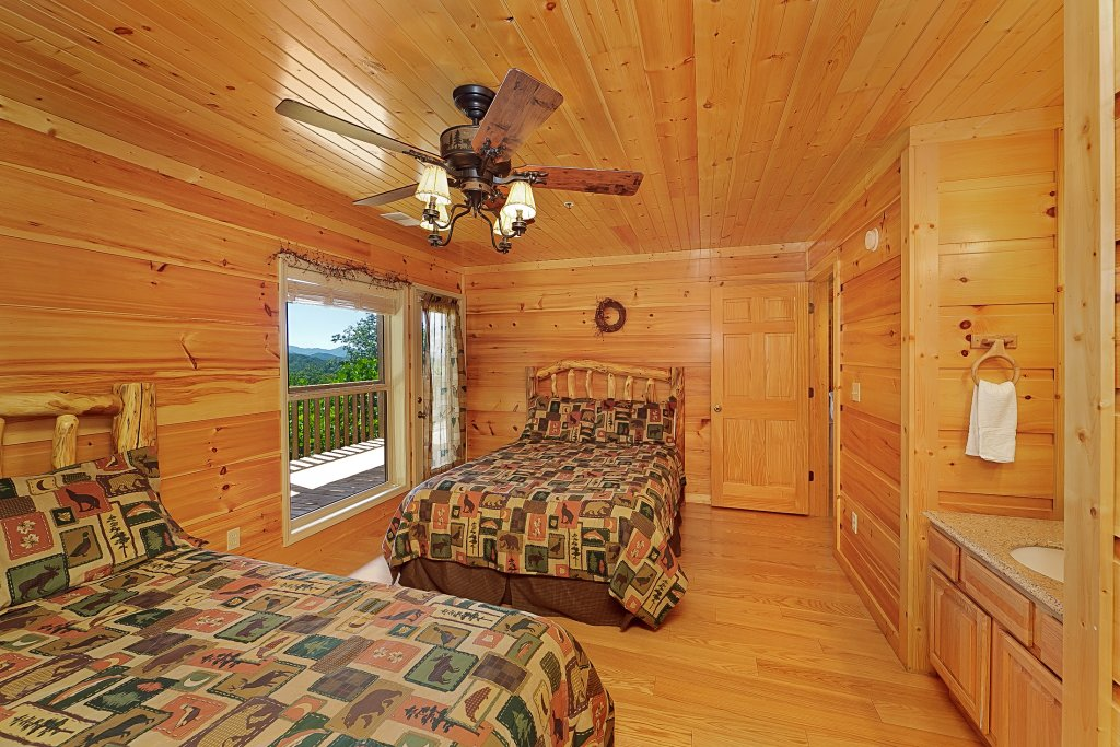 Photo of a Gatlinburg Cabin named Big Bear Lodge - This is the eighteenth photo in the set.