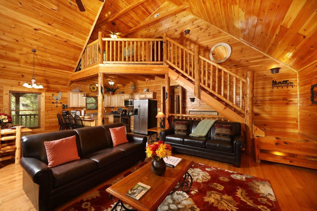 Photo of a Pigeon Forge Cabin named Smoky Bear Manor - This is the fourteenth photo in the set.