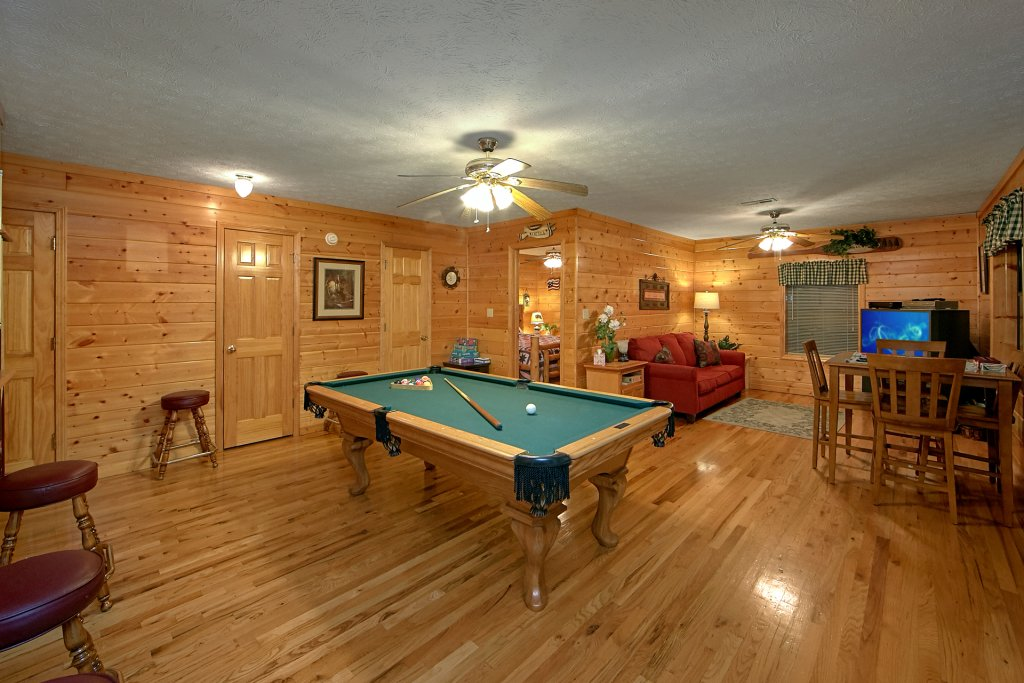 Photo of a Pigeon Forge Cabin named Sweet Mountain Laurel #403 - This is the third photo in the set.