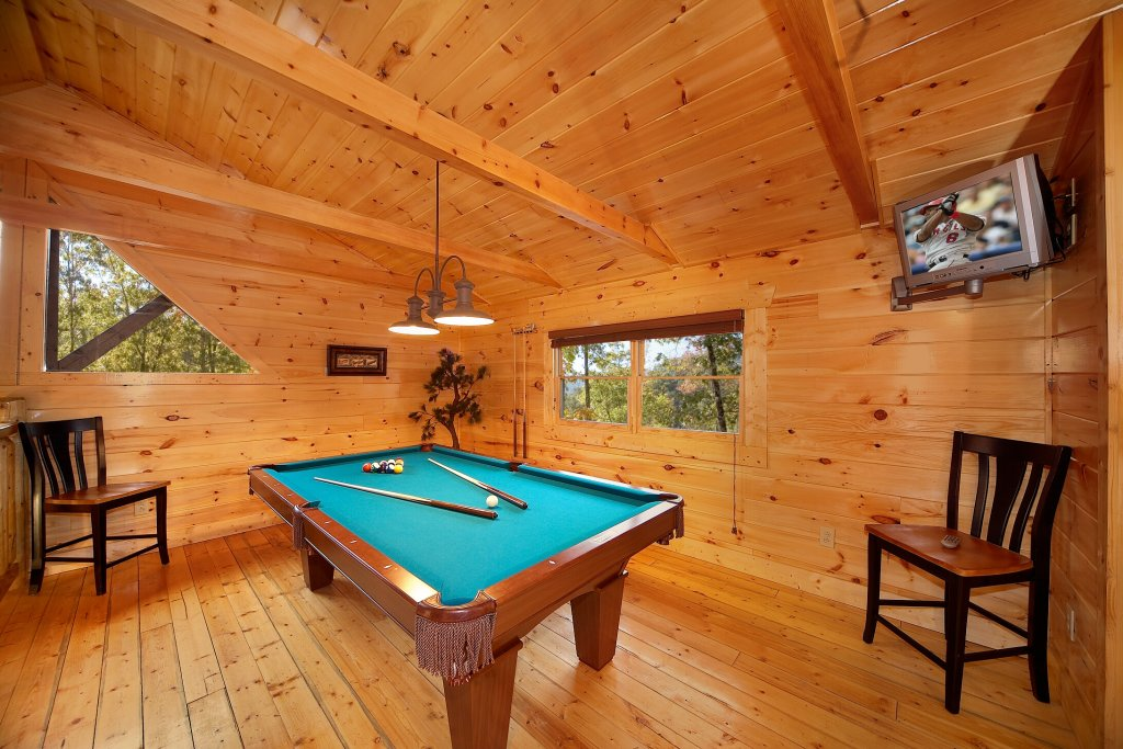 Photo of a Gatlinburg Cabin named Cowboy Way - This is the third photo in the set.