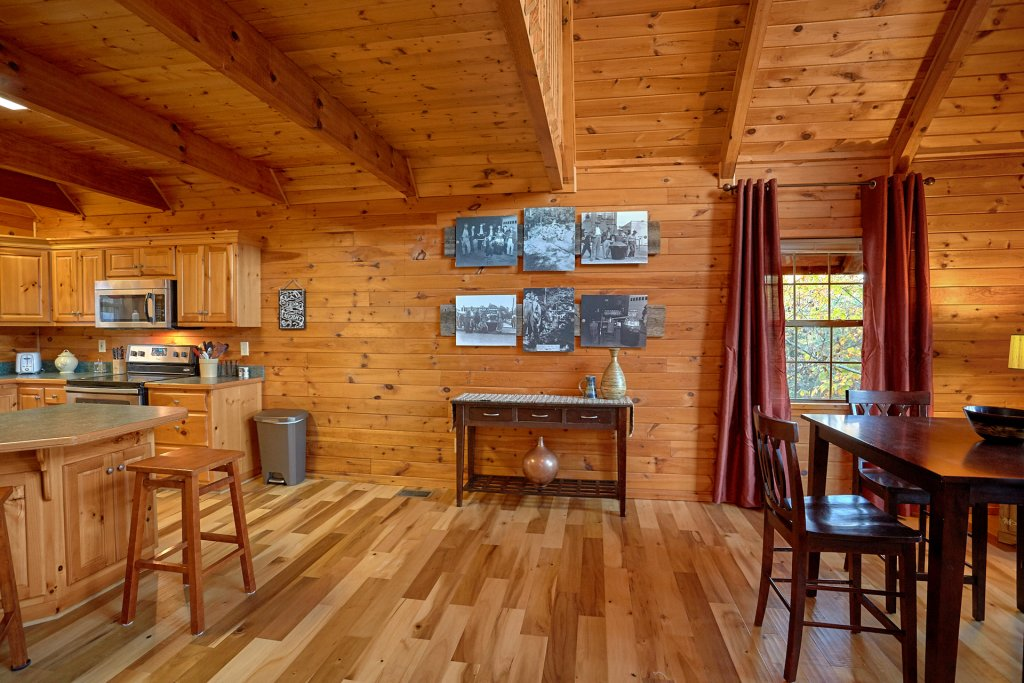 Photo of a Gatlinburg Cabin named Moonshiners View - This is the tenth photo in the set.