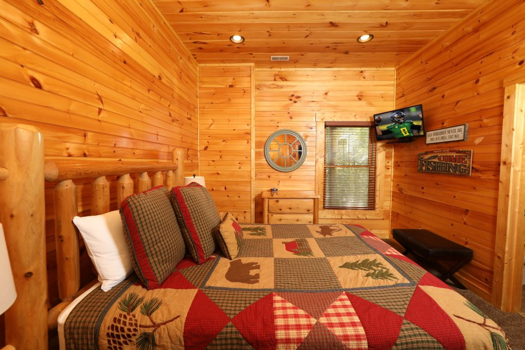 Photo of a Pigeon Forge Cabin named Smoky Bear Manor - This is the twenty-third photo in the set.