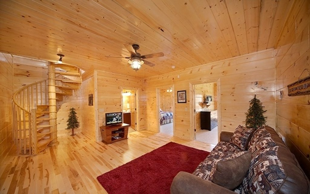 Photo of a Gatlinburg Cabin named Mountain Memories - This is the thirty-fourth photo in the set.