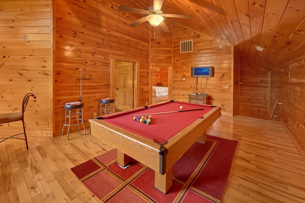 Photo of a Sevierville Cabin named Swimming In Paradise - This is the thirty-first photo in the set.