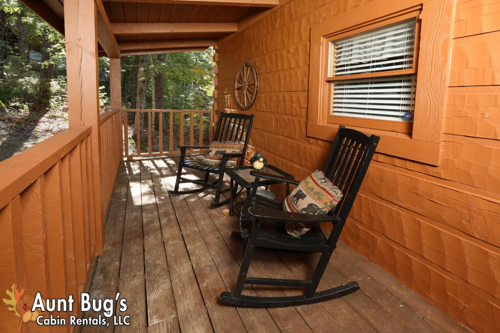 Photo of a Pigeon Forge Cabin named Kountry Bears & Honey #211 - This is the twenty-third photo in the set.