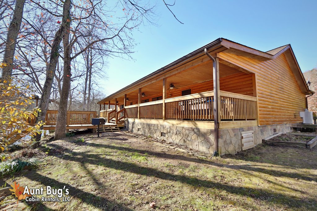 Photo of a Gatlinburg Cabin named Heavenly Creekside #276 - This is the third photo in the set.