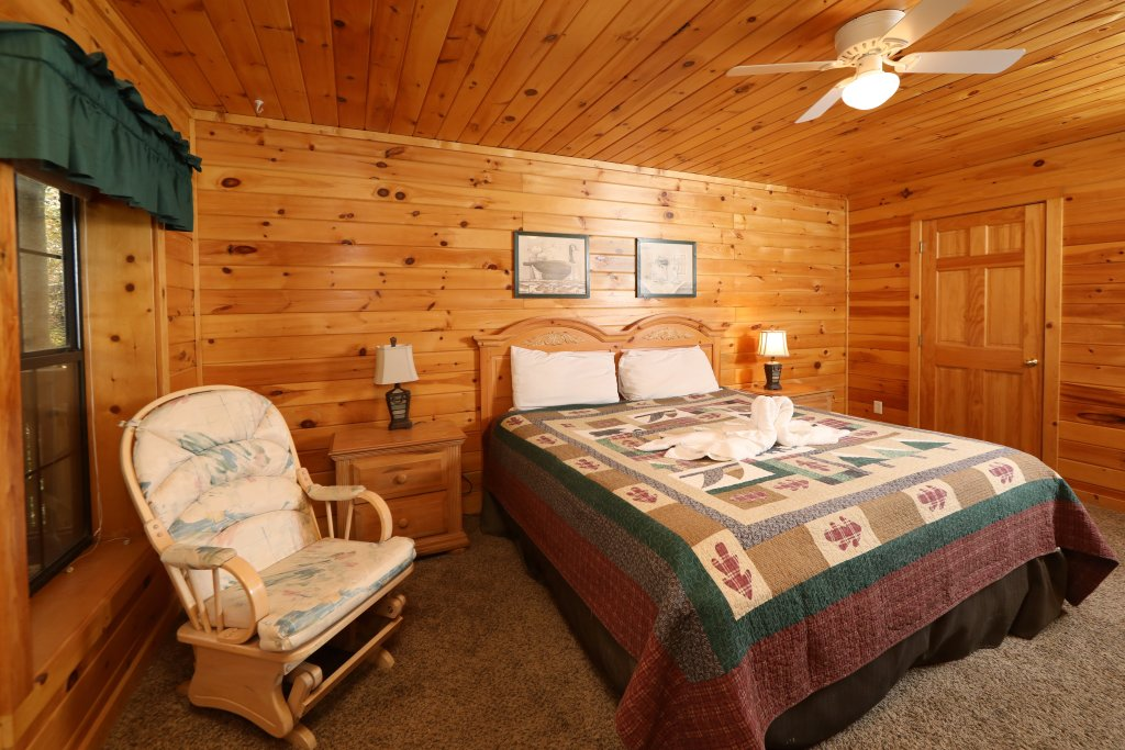 Photo of a Pigeon Forge Cabin named Four Seasons #193 - This is the nineteenth photo in the set.