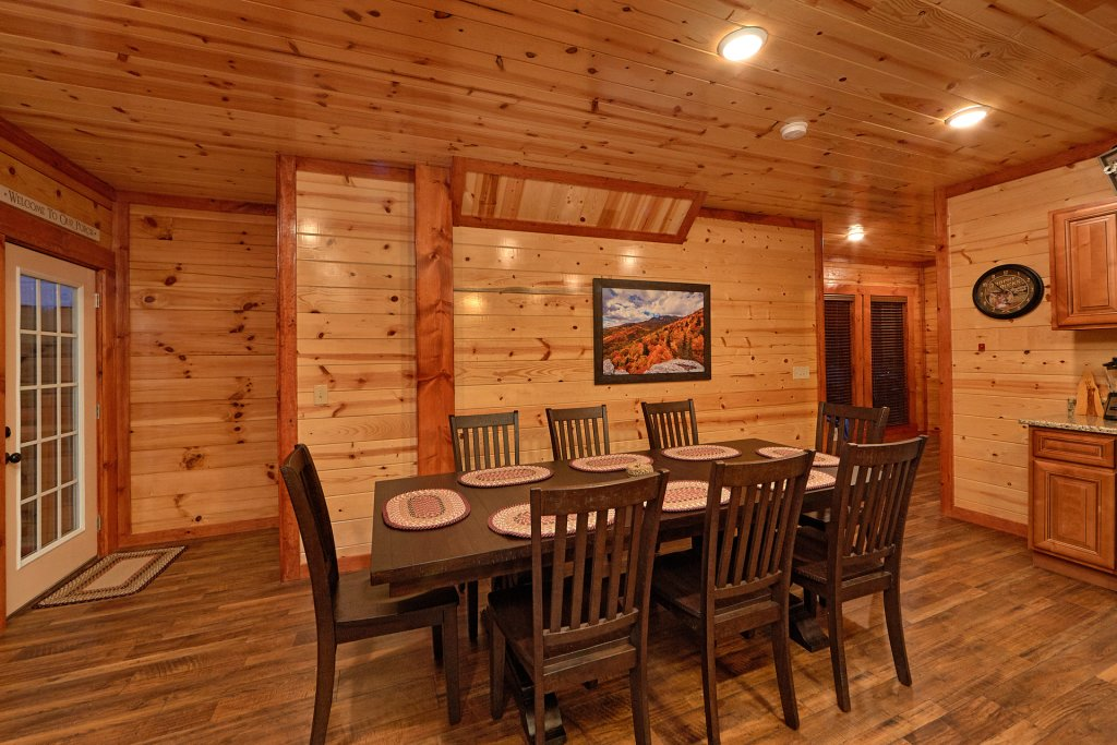 Photo of a Pigeon Forge Cabin named Splash Mountain Lodge - This is the twelfth photo in the set.