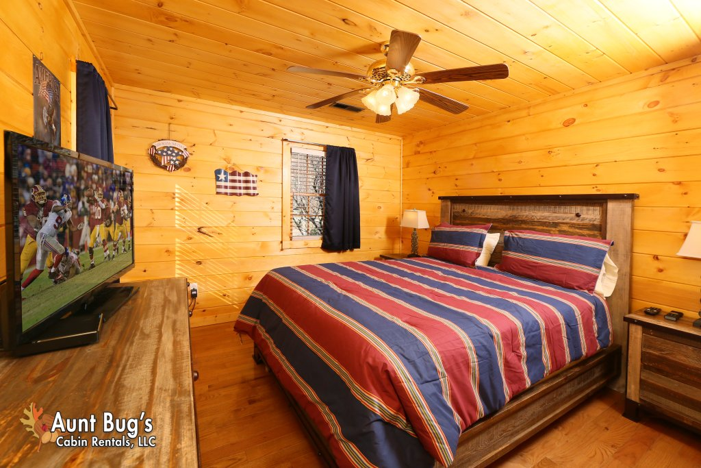 Photo of a Gatlinburg Cabin named Heavenly Creekside #276 - This is the thirteenth photo in the set.