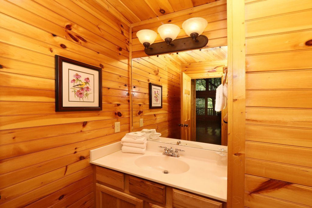 Photo of a Pigeon Forge Cabin named Smoky Bear Manor - This is the forty-second photo in the set.