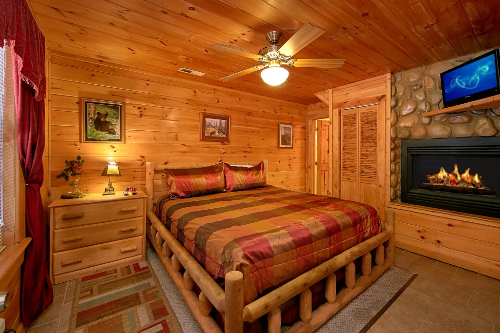 Photo of a Gatlinburg Cabin named Browns Bear Den #235 - This is the twentieth photo in the set.