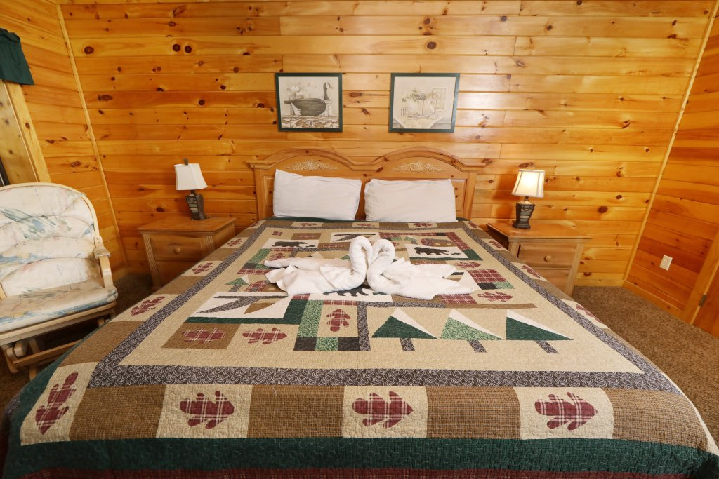 Photo of a Pigeon Forge Cabin named Four Seasons #193 - This is the twentieth photo in the set.