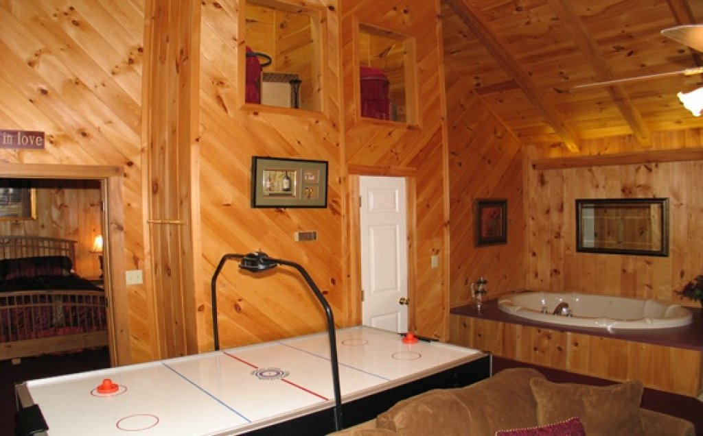 Photo of a Pigeon Forge Cabin named Stream Of Love #374 - This is the twelfth photo in the set.