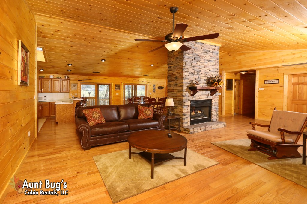 Photo of a Gatlinburg Cabin named Heavenly Creekside #276 - This is the seventeenth photo in the set.