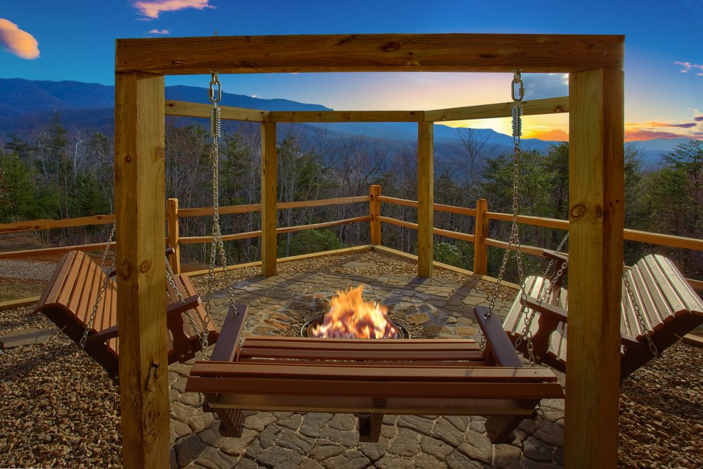 Photo of a Gatlinburg Cabin named Grand View - This is the fourth photo in the set.