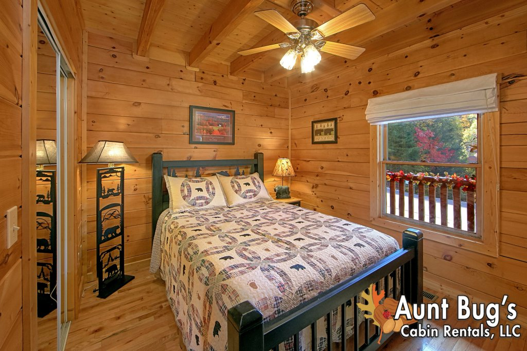 Photo of a Pigeon Forge Cabin named Boulder Bear Lodge #355 - This is the thirty-second photo in the set.