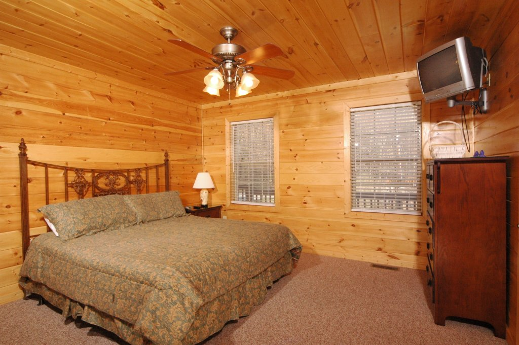 Photo of a Gatlinburg Cabin named Redneck Ritz #724 - This is the twenty-fifth photo in the set.