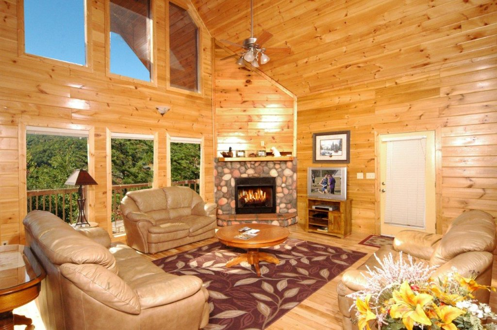 Photo of a Gatlinburg Cabin named Redneck Ritz #724 - This is the forty-second photo in the set.