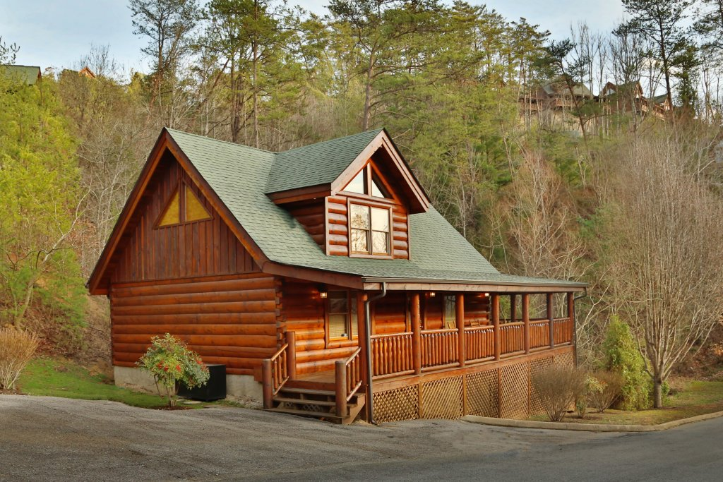 Photo of a Pigeon Forge Cabin named Mountain Fun - This is the first photo in the set.
