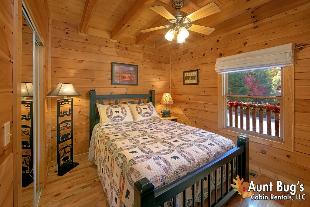 Photo of a Pigeon Forge Cabin named Boulder Bear Lodge #355 - This is the twenty-seventh photo in the set.