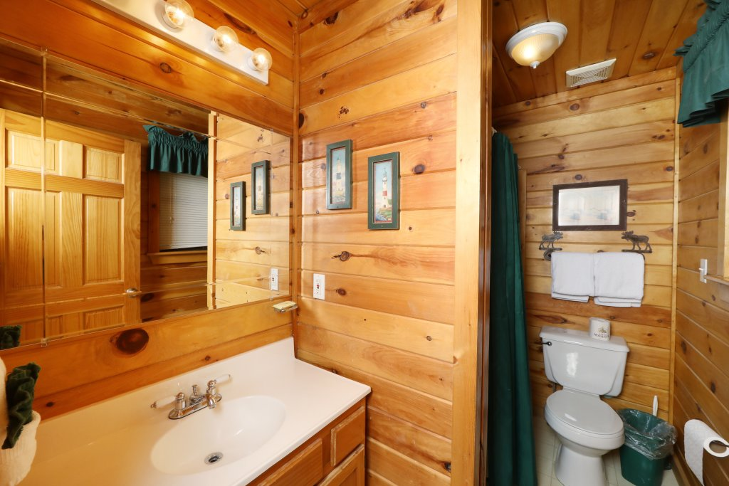 Photo of a Pigeon Forge Cabin named Four Seasons #193 - This is the seventeenth photo in the set.