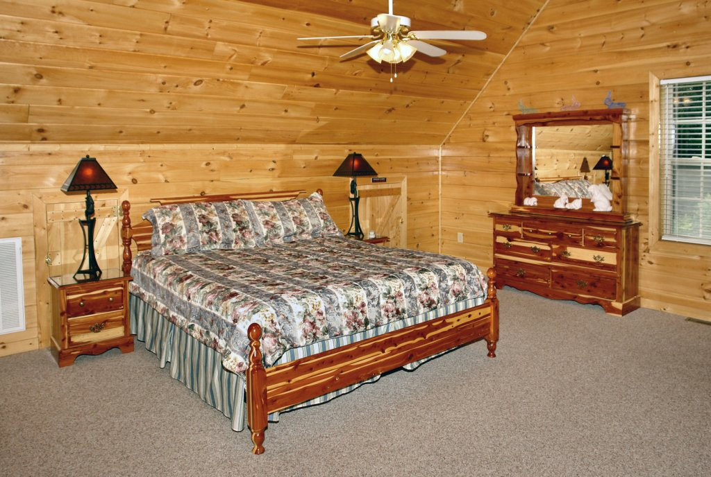 Photo of a Gatlinburg Cabin named Redneck Ritz #724 - This is the twenty-eighth photo in the set.