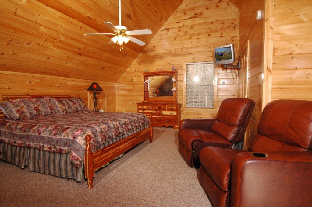 Photo of a Gatlinburg Cabin named Redneck Ritz #724 - This is the fortieth photo in the set.