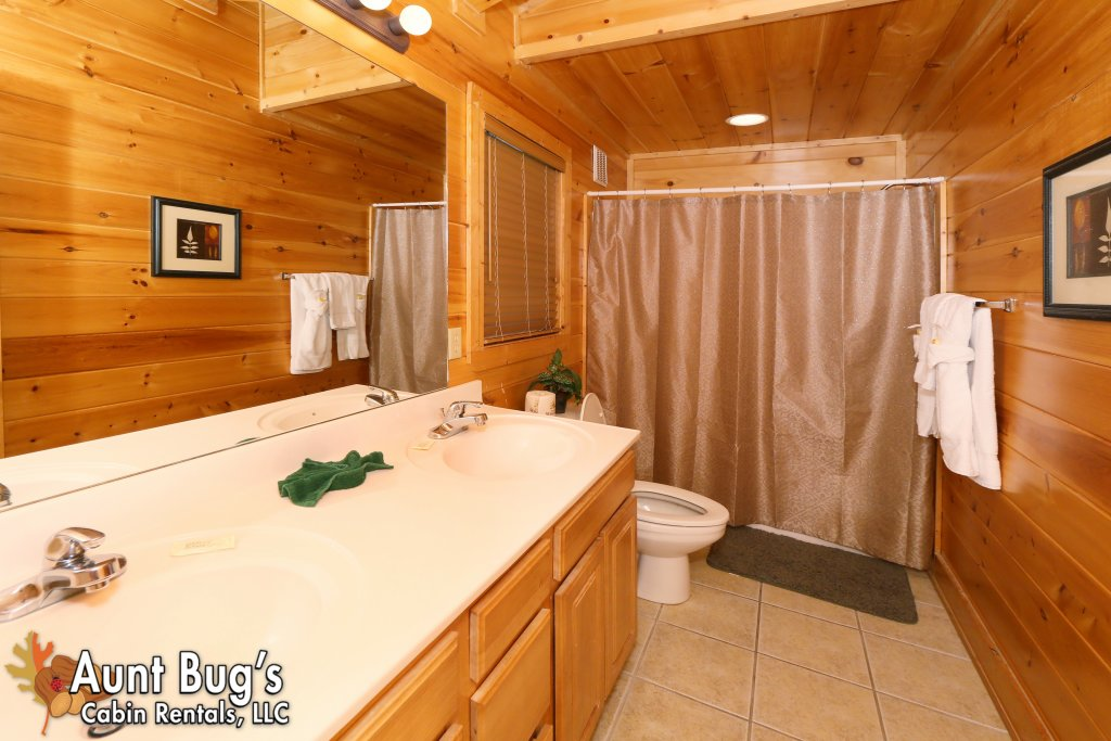 Photo of a Pigeon Forge Cabin named Big Daddy Bear #545 - This is the seventeenth photo in the set.