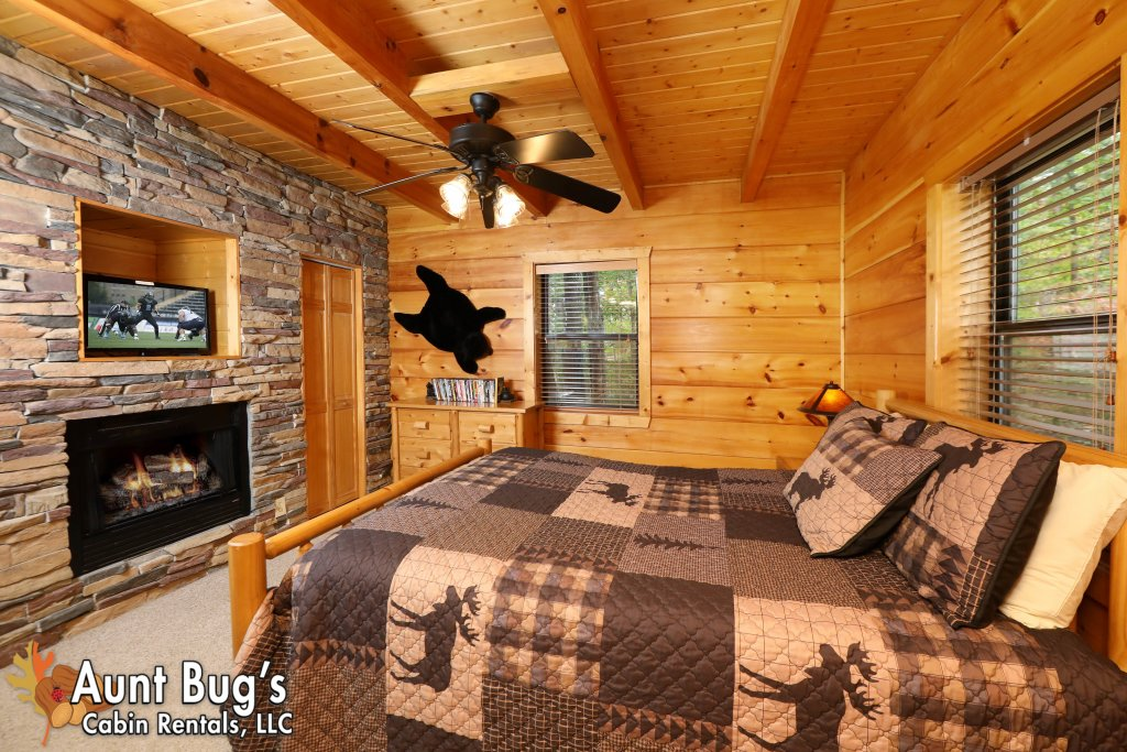 Photo of a Pigeon Forge Cabin named Black Bear Hibernation #2825 - This is the thirteenth photo in the set.