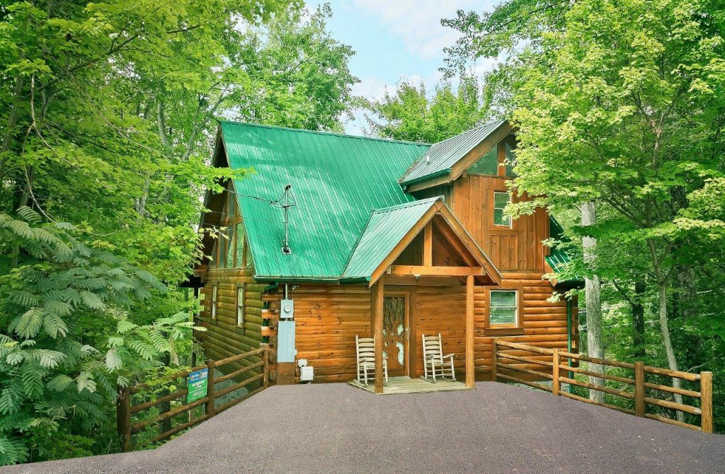 Photo of a Gatlinburg Cabin named The Treehouse #1708 - This is the first photo in the set.