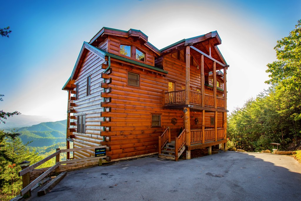 Photo of a Pigeon Forge Cabin named Where Eagles Fly - This is the second photo in the set.