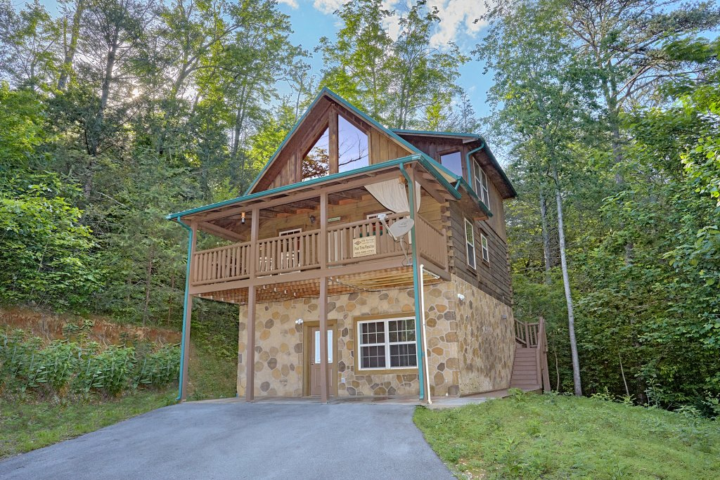 Photo of a Gatlinburg Cabin named Pool Time Paradise - This is the eighteenth photo in the set.
