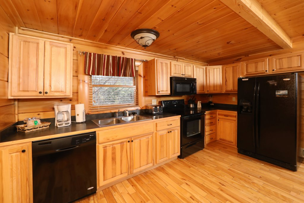 Photo of a Pigeon Forge Cabin named Mountain Blessings - This is the forty-second photo in the set.