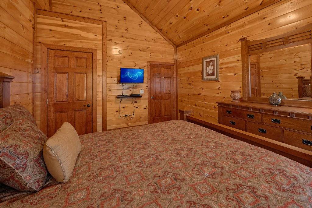 Photo of a Gatlinburg Cabin named Sweet Tranquility Pool Lodge - This is the twenty-first photo in the set.