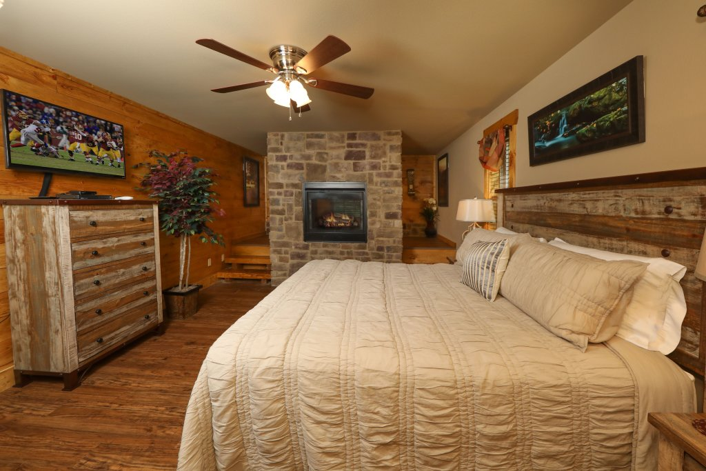 Photo of a Pigeon Forge Cabin named Misty Mountain Side - This is the sixteenth photo in the set.