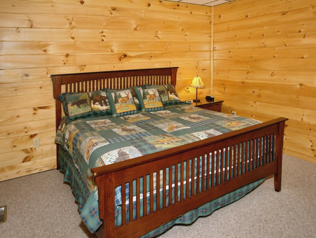 Photo of a Gatlinburg Cabin named Redneck Ritz #724 - This is the thirty-fifth photo in the set.