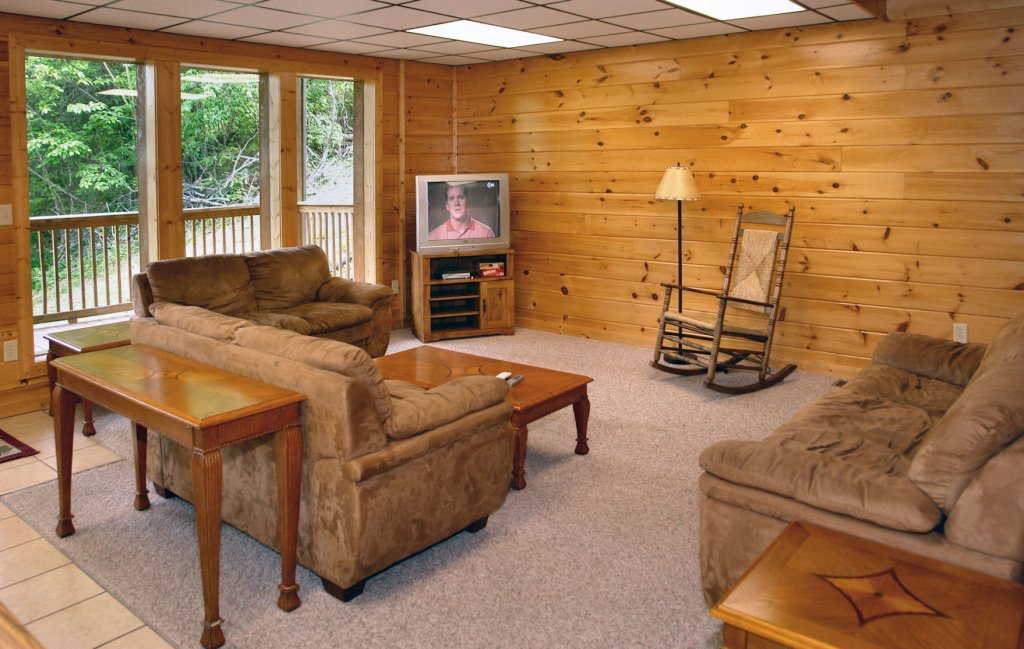 Photo of a Gatlinburg Cabin named Redneck Ritz #724 - This is the thirty-sixth photo in the set.