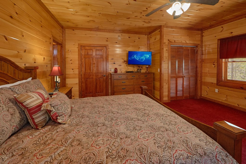 Photo of a Gatlinburg Cabin named Sweet Tranquility Pool Lodge - This is the twenty-second photo in the set.